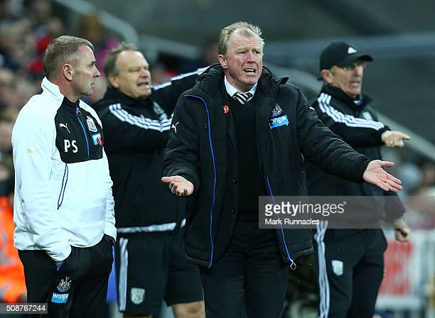 Newcastle United manager Steve McLaren looks on from the touch line during the Barclays Premier League match between Newcastle United FC and West...