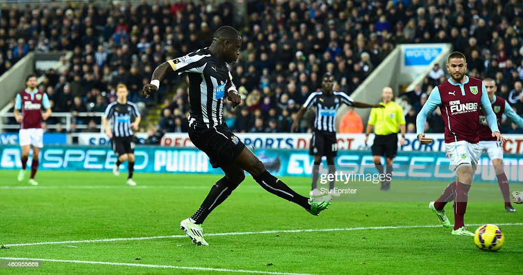 Newcastle United player Moussa Sissoko scores their third goal during the Barclays Premier League match between Newcastle United and Burnley at St James' Park on January 1, 2015 in Newcastle upon Tyne, England.