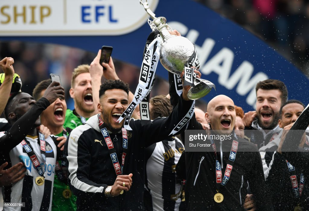 Newcastle United players Jamaal Lascelles (l) and Jonjo Shelvey lift the trophy after winning the Sky Bet Championship title after the match between Newcastle United and Barnsley at St James' Park on May 7, 2017 in Newcastle upon Tyne, England.
