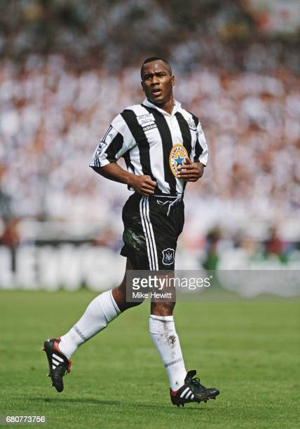 Newcastle United striker Les Ferdinand in action during the 1996 FA Charity Shield against Manchester United at Wembley Stadium on August 11, 1996 in...