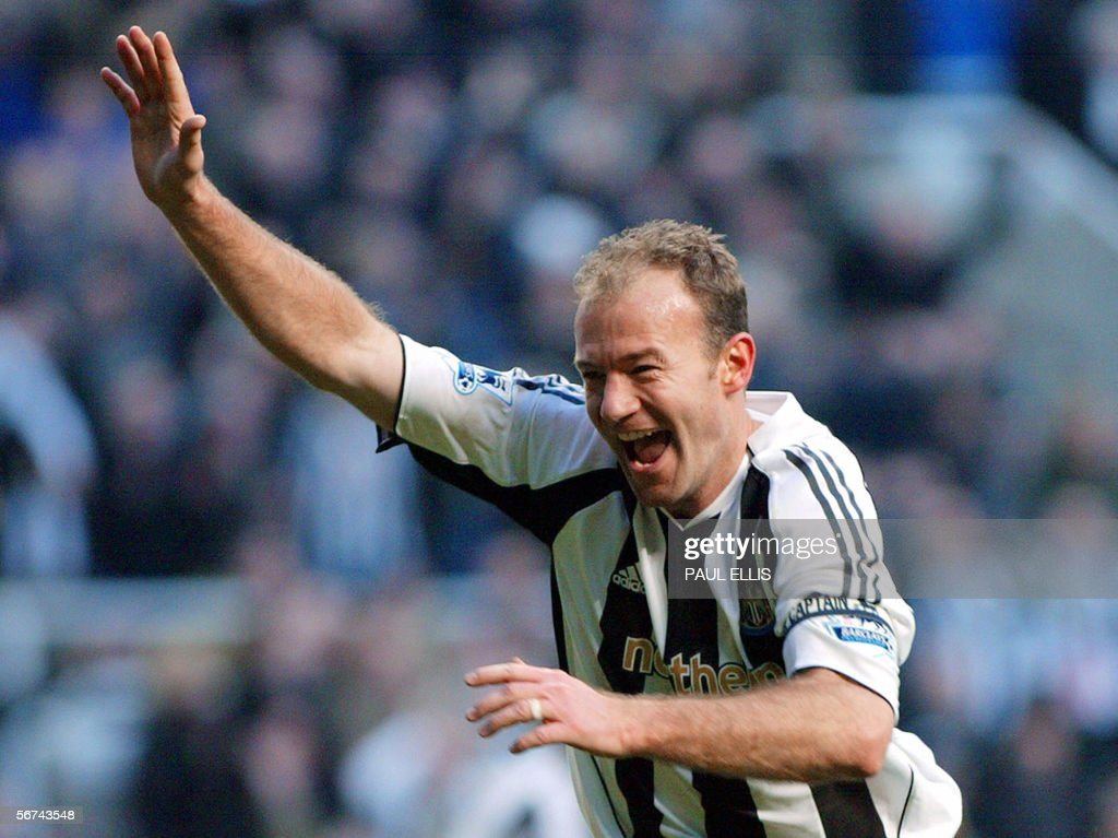 Newcastle United's Alan Shearer celebrates breaking Jackie Milburn's goalscoring record during the English Premiership soccer match against Portsmouth at St James' Park, Newcastle, 04 February 2006. AFP PHOTO/PAUL ELLIS Mobile and website use of domestic English football pictures subject to subscription of a license with Football Association Premier League (FAPL) tel : +44 207 298 1656. For newspapers where the football content of the printed and electronic versions are identical, no licence is necessary.