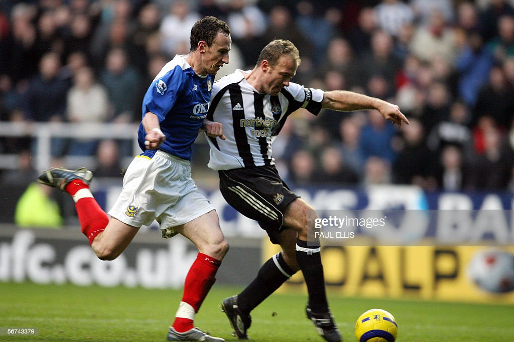 Newcastle United's Alan Shearer (R) scores to break Newcastle legend Jackie Milburn's goalscoring record during their English Premiership soccer match against Portsmouth at St James' Park, Newcastle, England, 04 February 2006. AFP PHOTO/PAUL ELLIS Mobile and website use of domestic English football pictures subject to subscription of a license with Football Association Premier League (FAPL) tel : +44 207 298 1656. For newspapers where the football content of the printed and electronic versions are identical, no licence is necessary.