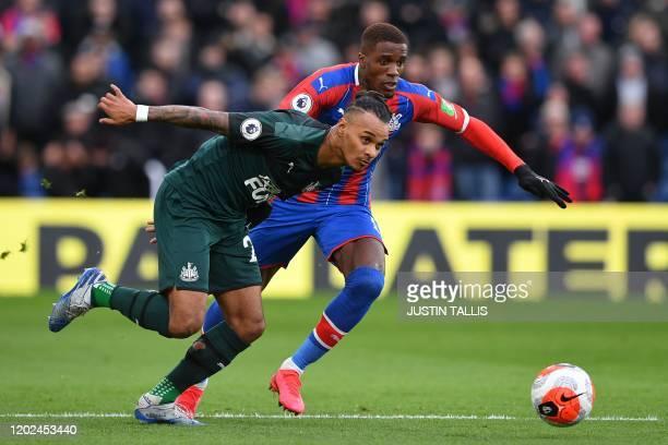 Newcastle United's Austrian midfielder Valentino Lazaro vies with Crystal Palace's Scottish midfielder James McArthur during the English Premier...