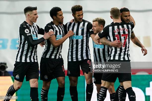 Newcastle United's English defender Jamaal Lascelles celebrates with teammates after scoring the opening goal of the English Premier League football...