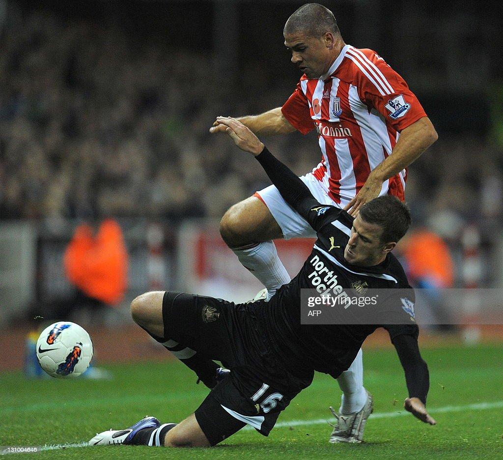 Newcastle United's English defender Ryan : News Photo