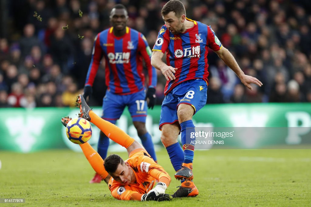 TOPSHOT - Newcastle United's English goalkeeper Karl Darlow on the ball as Crystal Palace's Zaire-born Belgian striker Christian Benteke (L) and Crystal Palace's Scottish midfielder James McArthur (R) look on during the English Premier League football match between Crystal Palace and Newcastle United at Selhurst Park in south London on February 4, 2018. / AFP PHOTO / Adrian DENNIS / RESTRICTED TO EDITORIAL USE. No use with unauthorized audio, video, data, fixture lists, club/league logos or 'live' services. Online in-match use limited to 75 images, no video emulation. No use in betting, games or single club/league/player publications. /