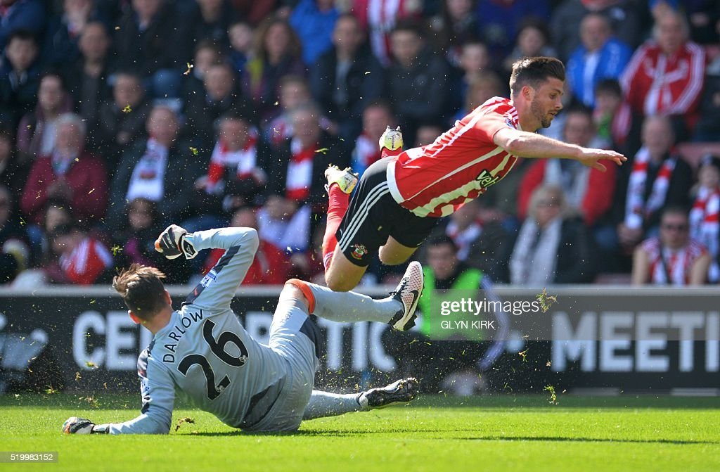 Newcastle United's English goalkeeper Karl Darlow (L) tackles Southampton's Irish striker Shane Long during the English Premier League football match between Southampton and Newcastle at St Mary's Stadium in Southampton, southern England on April 9, 2016. / AFP / GLYN KIRK / RESTRICTED TO EDITORIAL USE. No use with unauthorized audio, video, data, fixture lists, club/league logos or 'live' services. Online in-match use limited to 75 images, no video emulation. No use in betting, games or single club/league/player publications. /