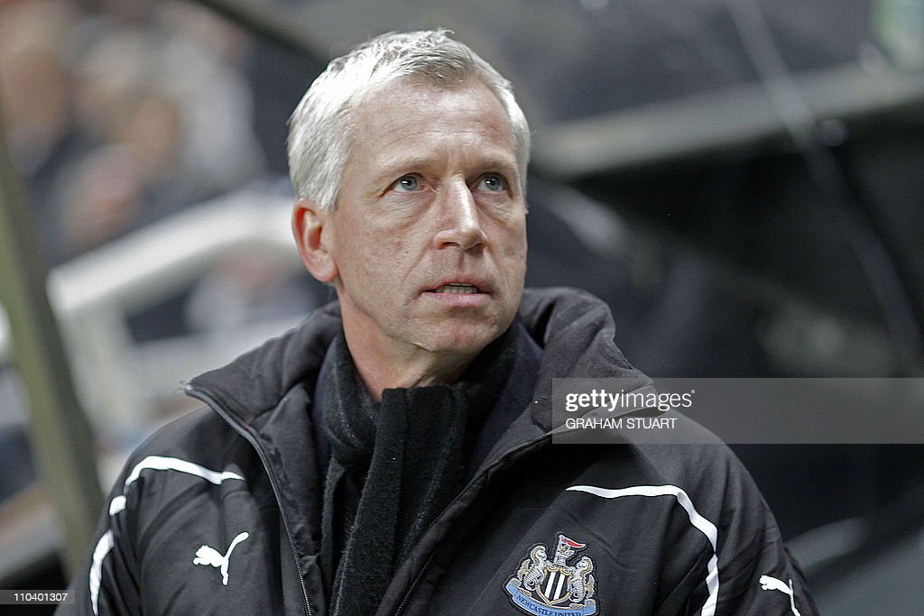 Newcastle United's English manager Alan : News Photo