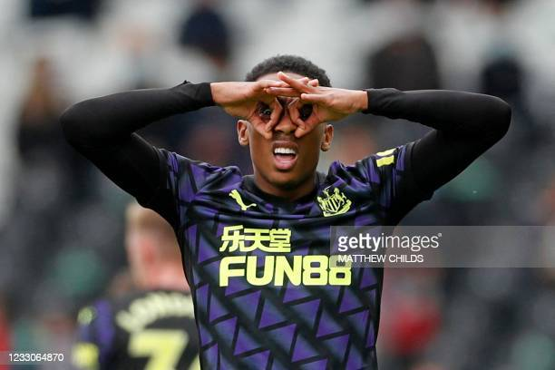 Newcastle United's English midfielder Joe Willock celebrates scoring the opening goal during the English Premier League football match between Fulham...