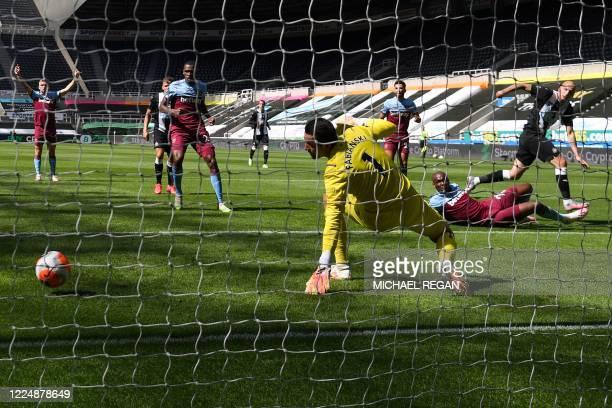 Newcastle United's English midfielder Jonjo Shelvey shoots and scores a goal past West Ham United's Polish goalkeeper Lukasz Fabianski during the...