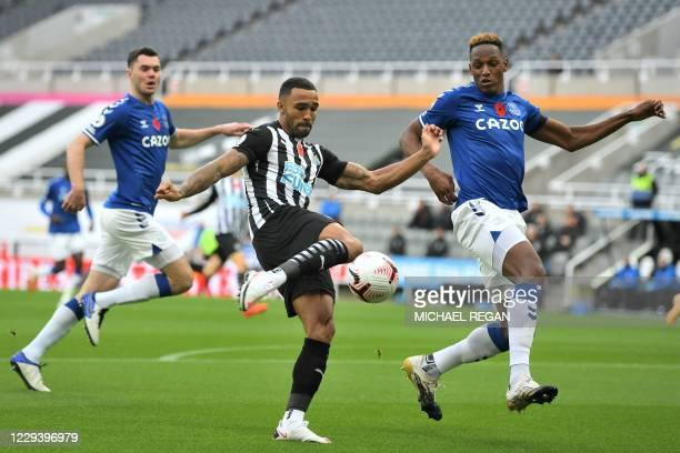 Newcastle United's English striker Callum Wilson vies with Everton's Colombian defender Yerry Mina during the English Premier League football match...