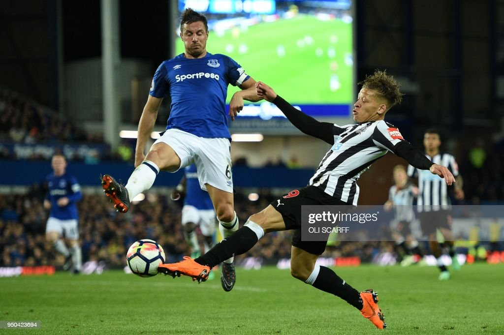 Newcastle United's English striker Dwight Gayle (R) shoots past Everton's English defender Phil Jagielka but fails to score during the English Premier League football match between Everton and Newcastle United at Goodison Park in Liverpool, north west England on April 23, 2018. (Photo by Oli SCARFF / AFP) / RESTRICTED TO EDITORIAL USE. No use with unauthorized audio, video, data, fixture lists, club/league logos or 'live' services. Online in-match use limited to 75 images, no video emulation. No use in betting, games or single club/league/player publications. /