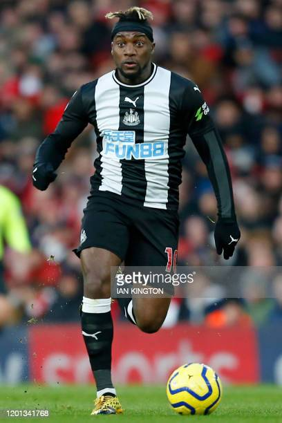 Newcastle United's French midfielder Allan SaintMaximin runs with the ball during the English Premier League football match between Arsenal and...