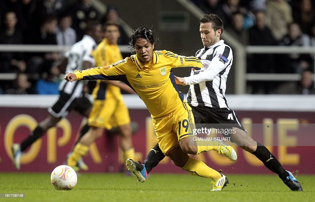 Newcastle United's French midfielder, Yohan Cabaye (R) vies with Metalist Kharkiv's Argentinian midfielder Juan Manuel Torres (L) during the Europa League football match between Newcastle United and Metalist Karkhiv at St James' Park in Newcastle on February 14, 2013.