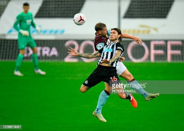 Newcastle United's Irish midfielder Jeff Hendrick jumps to head the ball with Burnley's English defender Charlie Taylor during the English Premier...