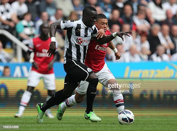 Newcastle United's Ivorian midfielder Cheick Tiote competes with Arsenal's English midfielder Alex OxladeChamberlain during the English Premier...