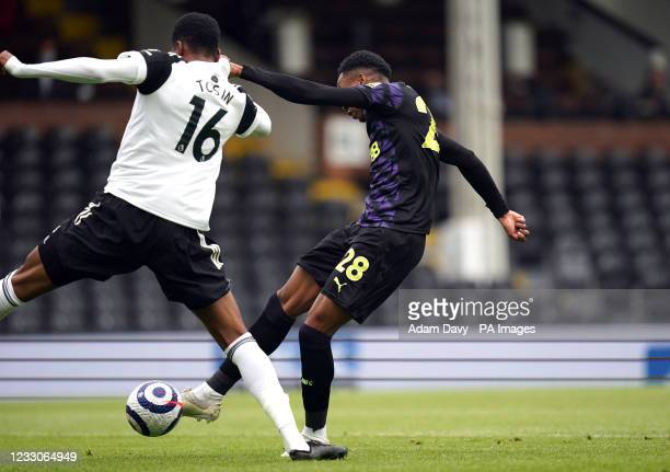 Newcastle United's Joe Willock scores the opening goal during the Premier League match at Craven Cottage, London. Picture date: Sunday May 23, 2021.