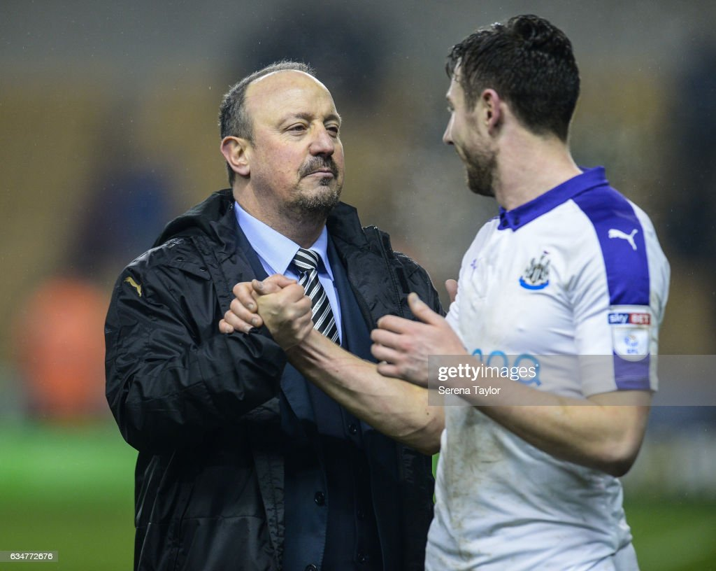 Newcastle United's Manager Rafael Benitez shakes hands with Paul Dummett (R) during the Sky Bet Championship mpatch between Wolverhampton Wanderers and Newcastle United at Molineux on February 11, 2017 in North Shields, England.