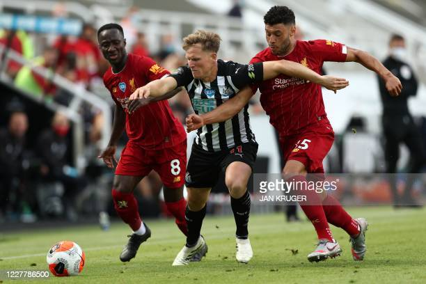 Newcastle United's Scottish midfielder Matt Ritchie fights for the ball with Liverpool's Guinean midfielder Naby Keita and Liverpool's English...