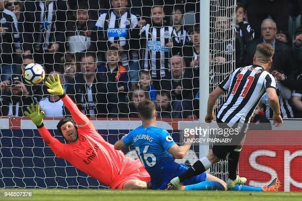 TOPSHOT Newcastle United's Scottish midfielder Matt Ritchie scores their second goal past Arsenal's Czech goalkeeper Petr Cech during the English...
