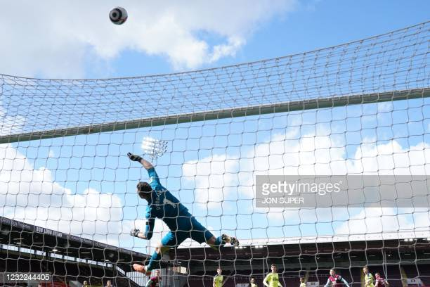 Newcastle United's Slovakian goalkeeper Martin Dubravka makes a save during the English Premier League football match between Burnley and Newcastle...