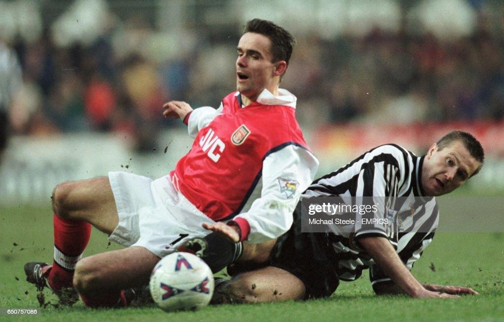 Soccer - FA Carling Premiership - Newcastle United v Arsenal : News Photo