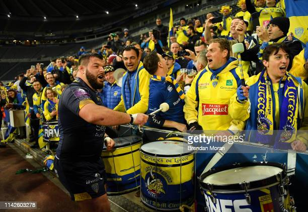 Newcastle Upon Tyne United Kingdom 10 May 2019 Rabah Slimani of ASM Clermont Auvergne celebrates with supporters after the Heineken Challenge Cup...