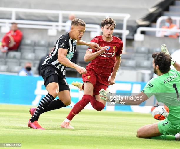 Newcastles Dwight Gayle of Newcastle scores the opening goal during the Premier League match between Newcastle United and Liverpool FC at St James...