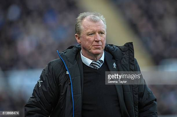 Newcastle's Head Coach Steve McClaren looks on during the Premier League Match between Newcastle United and AFC Bournemouth at StJames' Park on March...