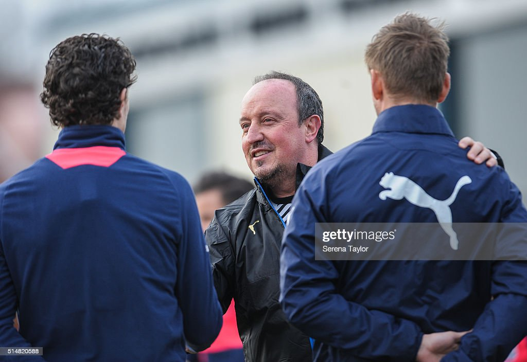 Newcastle's New Manager Rafael Benitez (C) meets his new team during the Newcastle United Training session at The Newcastle United Training Centre on March 11, 2016, in Newcastle upon Tyne, England.