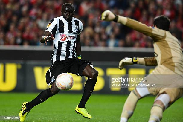 Newcastle's Senegalese froward Papiss Cisse kicks the ball and scores a goal against Benfica's Brazilian goalkeeper Artur Moraes during their UEFA...