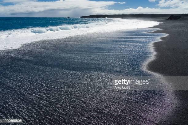 newest black sand beach on hawaii island. - パホア ストックフォトと画像