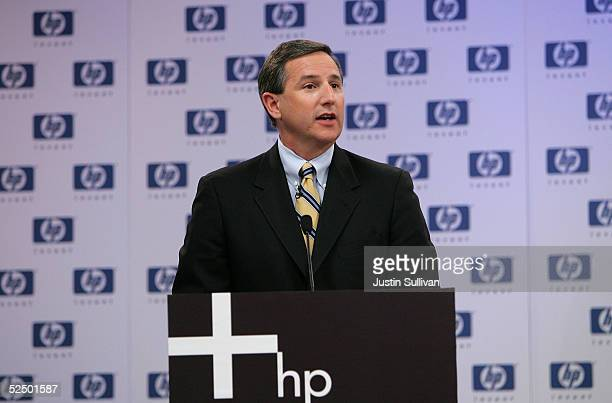 Newly announced HewlettPackard CEO Mark Hurd speaks during a news conference March 30 2005 in Palo Alto California HewlettPackard Co named NCR Corp...