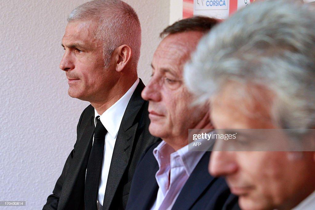 Newly appointed Ajaccio football club head coach, Italy's Frabizio Ravanelli (L) Ajaccio's president Alain Orsoni (C) and assistant coach Giampiero Ventrone give a press conference on June 13, 2013 in Ajaccio, during Ravanelli's official presentation.