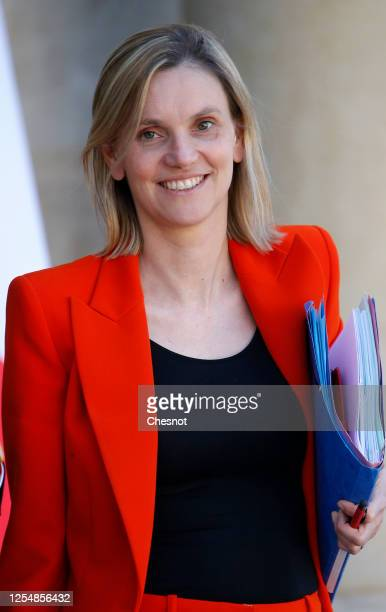 Newly appointed deputy Minister for Industry Agnes Pannier-Runacher leaves the Elysee presidential Palace after a weekly cabinet meeting on June 07,...