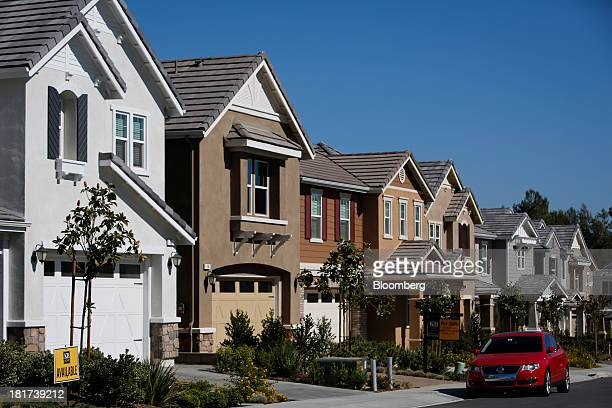 Newly built houses stand in the KB Home's Whisler Ridge housing community in Lake Forest, California, U.S., on Monday, Sept. 23, 2013. KB Home, a...