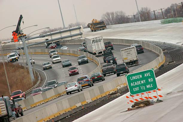 philadelphia roadwork puts giant pothole in budgetの写真および