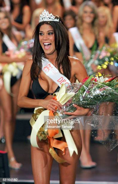 Newly crowned Miss Hooters International Anna Burns celebrates during the 2005 Hooters International Swimsuit Pageant at the Jackie Gleason Theatre...