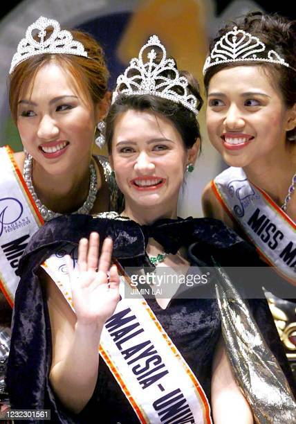 Newly crowned Miss Malaysia-Universe Ludi Mei-Ling Lynette waves to the crowd flanked by 1st-runner-up Alda Stannis Kasun and 2nd-runner-up Surita...