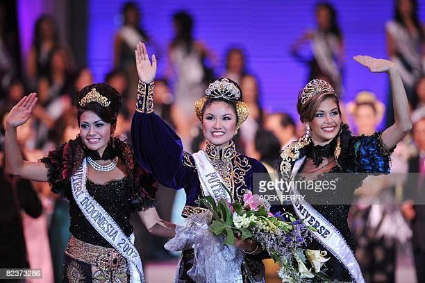 Newly crowned Miss Putri Indonesia Zivanna Letisha Siregar Miss Universe 2008 Dayana Mendoza of Venezuela and Miss Putri Indonesia 2007 Putri...