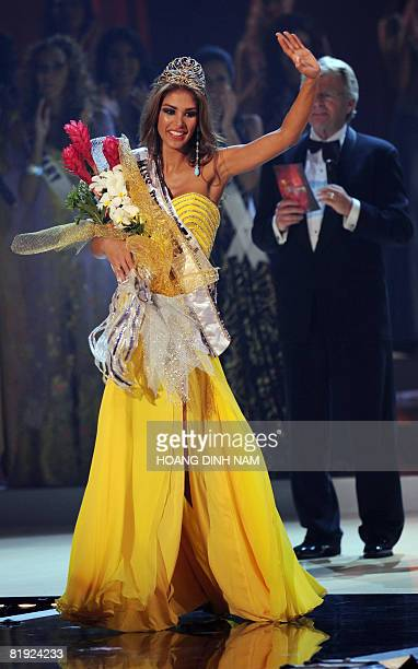 Newly crowned Miss Universe 2008 Dayana Mendoza Miss Venezuela smiles at the final of the 57th Miss Universe contest held on July 14 2008 at the...