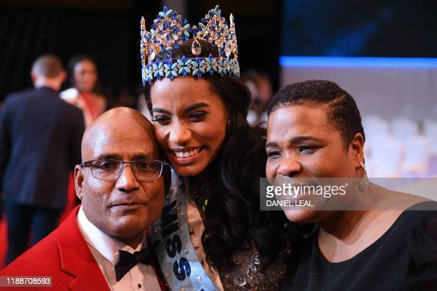 Newly crowned Miss World 2019 Miss Jamaica ToniAnn Singh poses for a photograph with her father and her mother during the Miss World Final 2019 at...