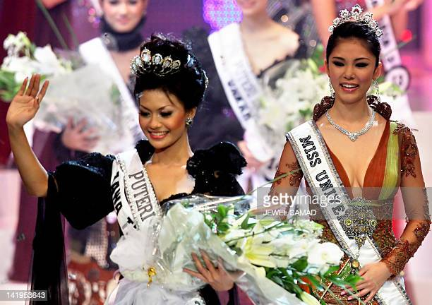 Newly crowned Putri Raemawasti waves as Miss Universe Riyo Mori of Japan looks on during the Miss Indonesia 2007 pageant in Jakarta early 04 August...