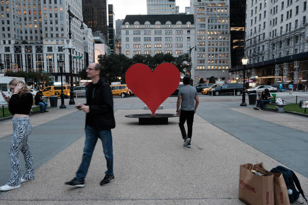 NY: Heroes Heart Monument Goes On Display To Honor Health Care Workers