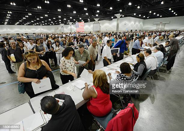 17 Mass Citizenship Ceremony Held In Los Angeles Convention Center