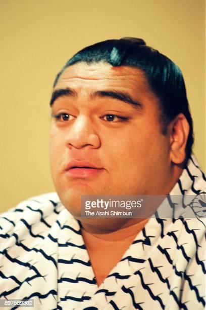 Newly promoted Hawaiian komusubi Musashimaru attends a press conference at Musashigawa Stable on April 27, 1992 in Tokyo, Japan.
