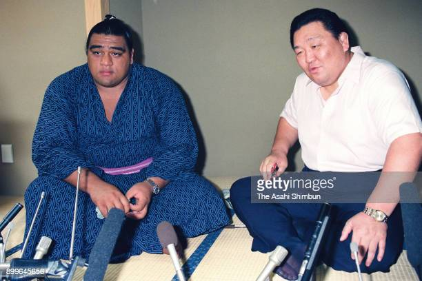 Newly promoted Hawaiian sekiwake Musashimaru speaks during a press conference at the Musashigawa Stable on August 31, 1992 in Tokyo, Japan.