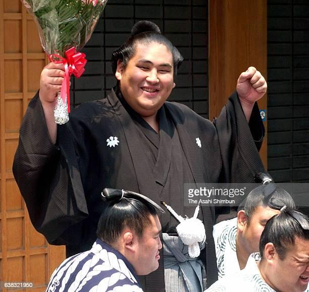Newly promoted Ozeki Miyabiyama celebrates in front of Musashigawa Stable on May 24, 2000 in Tokyo, Japan.