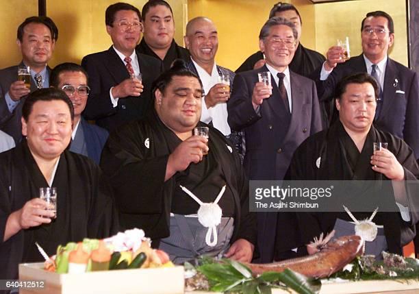 Newly promoted yokozuna Musashimaru celebrates with supporters at Musashigawa Stable on May 26, 1999 in Tokyo, Japan.
