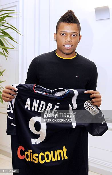 Newly recruited Brazilian Andre Felipe Ribeiro de Souza aka Andre poses with his shirt beside a press conference on January 31 2011 at Bordeaux...